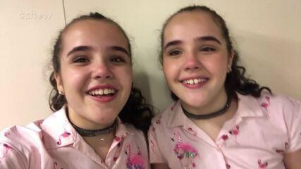 As irmãs Helen e Heloisa mandam um recadinho para o público
