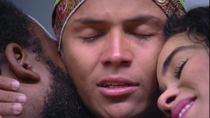 Danrley chora e pede para Elana e Rodrigo: 'Se eu sair hoje, continuem sendo vocês'