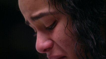 Elana chora após a Eliminação de Danrley