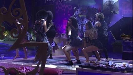 Sisters dançam 'Créu' e empinam o bumbum