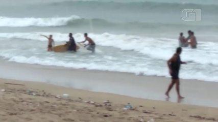 Surfistas são atingidos por raio em praia de Fortaleza