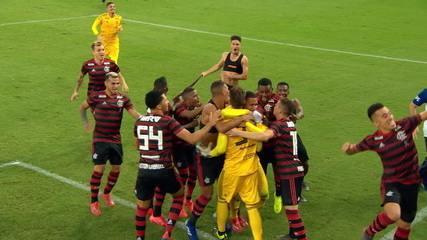 Os pênaltis de Vasco 1 (1) x (3) 1 Flamengo pela decisão da Taça Rio