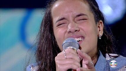 "Malu Casanova canta ""I'll Never Love Again"""