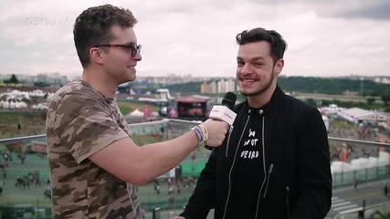 Thiago Fragoso conversa com DJ Bhaskar no Lollapalooza 2019