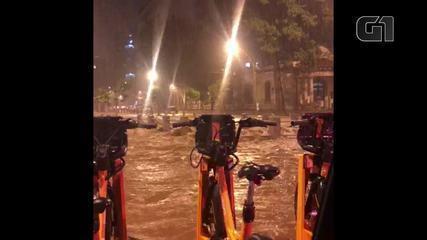 Avenida Maracanã alagada com o temporal