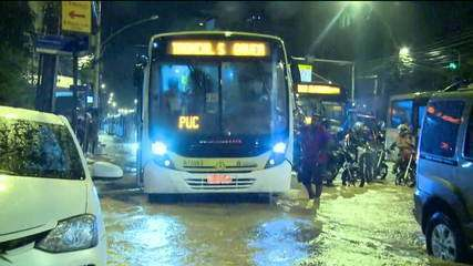 Chuva provoca caos no trânsito do Rio