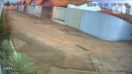 Polícia Civil divulga imagens do suspeito pulando muro do motel após morte de adolescente
