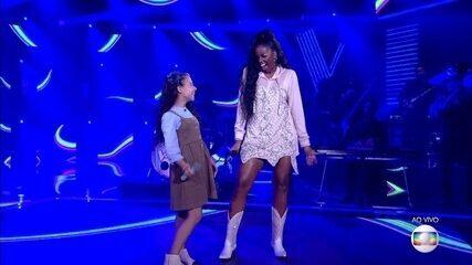 """Luiza Barbosa e IZA cantam """"Palco"""""""
