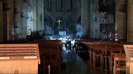 TV francesa mostra interior da Notre-Dame após incêndio