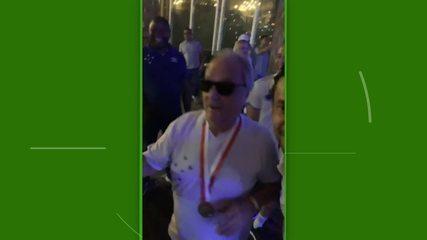 Fred faz presidente do Cruzeiro dançar Piscininha, amor