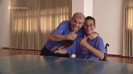 Conheça Cadu, santista que é promessa do tênis de mesa paralímpico