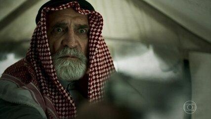 Aziz atira em Hussein e Soraia