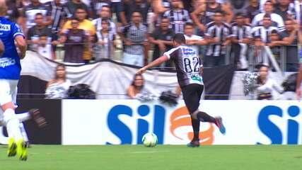 GOL DO CEARÁ! Leandro Carvalho passa fácil por Luciano Castán e bate por baixo, cruzado. 33' do 1ºT.