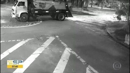 Caminhões são flagrados despejando entulho em ruas dos Jardins