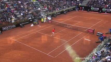 Devolução espetacular de Nadal para surpreender Djokovic