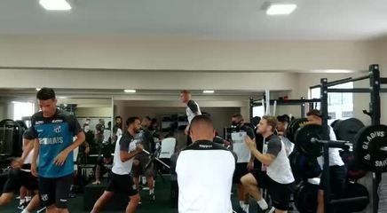 Ceará realiza treino na academia após atividade no gramado ser cancelada devido a chuva
