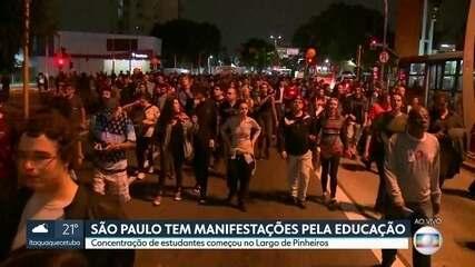 Manifestantes fazem ato em São Paulo contra cortes de verba na educação