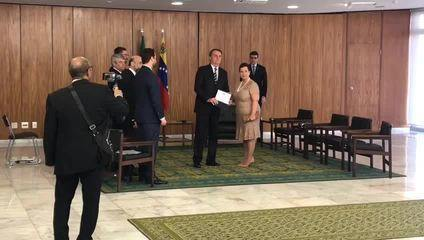Bolsonaro oficializa nova embaixadora venezuelana no Brasil