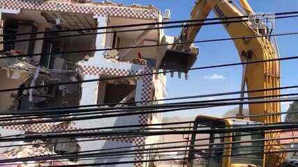 Prédio que desabou parcialmente em Fortaleza é demolido