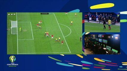 Chile marca, árbitro consulta VAR e anula gol de Vidal, aos 27' do 2º tempo