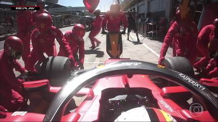 Vettel para ao mesmo tempo que Bottas, mas Ferrari erra e demora demais