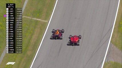 Verstappen abre a asa, passa por Vettel e assume a terceira colocação