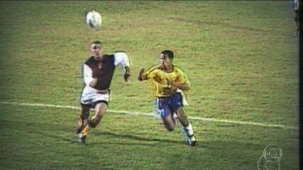 Há 20 anos, Ronaldinho Gaúcho estreava pela Seleção e marcava uma pintura