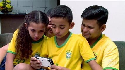 Grupo de torcedores apaixonados pela Seleção Brasileira se emociona em acompanhar os jogos da Copa América