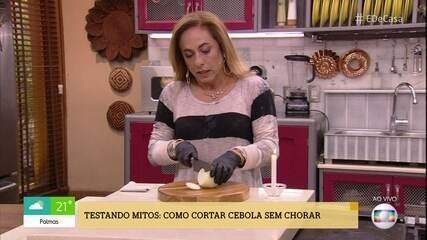 'É de Casa' testa dicas para cortar cebola sem chorar