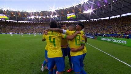 Gol do Brasil! Gabriel Jesus faz grande jogada e cruza para Everton marcar de primeira, aos 14 do 1º tempo