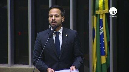 'Cadê as escolhas técnicas?', diz deputado Calero sobre Eduardo Bolsonaro na embaixada