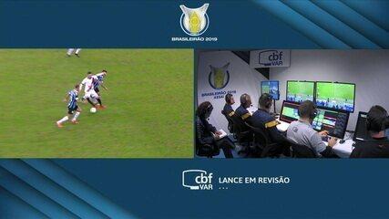 Vasco marca, mas arbitragem anula após checagem do VAR, com 1' do 2º tempo