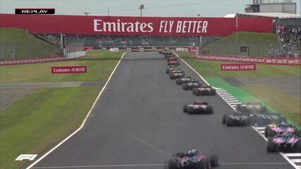 Grosjean e Magnussen se tocam e francês já vai para o pit stop