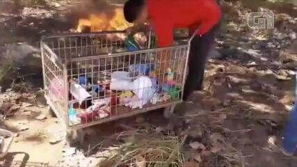 Vídeo mostra funcionários queimando brinquedos em matagal - VÌDEO: Atitude Tocantins