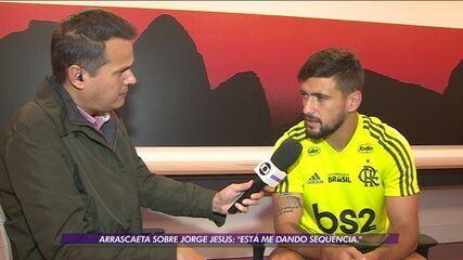 """Arrascaeta vibra com atuação de gala diante do Goiás e elogia Jorge Jesus: """"Está me dando sequência"""""""