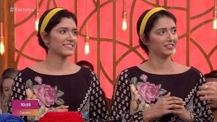 Gêmeas fazem crochê para ajudar nos estudos