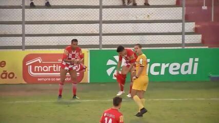 Ibson recebe cartão amarelo por trocar de calção à beira do campo