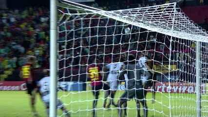 Guilherme cruza, Yago desvia e a bola atravessa a área sem ser desviada por ninguém, aos 3 do 2º tempo