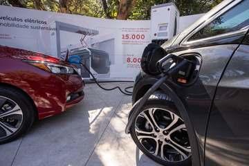 Carros elétricos: quanto rodam, onde recarregar, custo