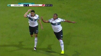 Gol do Coritiba! Rodrigão aproveita rebote de bola na trave e abre o placar aos 37 do 1º tempo