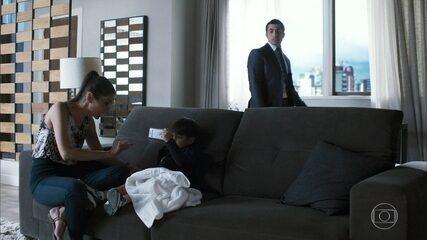 Fauze mantém Santinha e Raduan no quarto de hotel