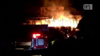 Incêndio destrói hotel em Campos do Jordão
