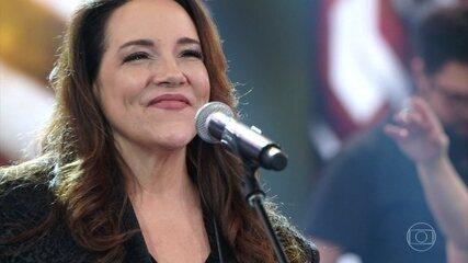 Ana Carolina canta 'Não Tem No Mapa'