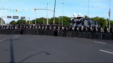 Policiamento em frente ao ato pró-Lula mantém manifestantes distantes do TRF-4