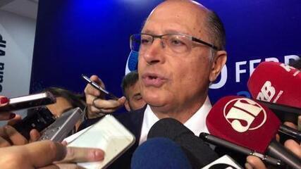 """""""Quem disse que sou contra o desembarque"""", questiona Alckmin referindo-se ao governo Temer"""