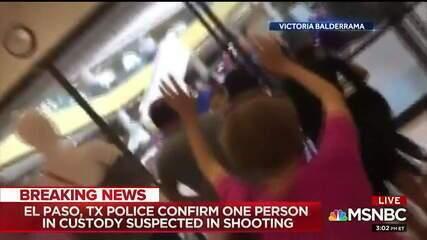 Vídeo mostra momento em consumidores são retirados de centro comercial após ataque nos EUA