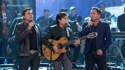 "Amigos cantam ""Fio de Cabelo"""