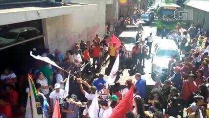 Manifestantes fazem ato em Teresina contra a reforma da previdência e cortes na educação
