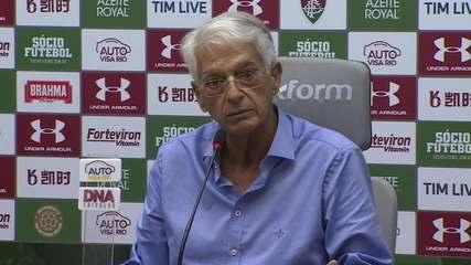 """Celso Barros cobra Diniz: """"Se pode jogar lindamente, mas fica difícil sem resultado"""""""