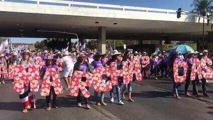 Trabalhadoras rurais fecham Eixo Monumental durante Marcha das Margaridas